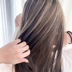 透明感 ナチュラル アッシュベージュ セミロング ヘアスタイルや髪型の写真・画像