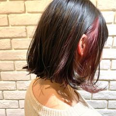 外ハネボブ イルミナカラー インナーカラー 切りっぱなしボブ ヘアスタイルや髪型の写真・画像
