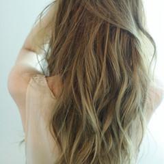 ラフ グラデーションカラー かっこいい ウェーブ ヘアスタイルや髪型の写真・画像