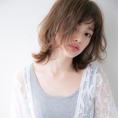 斜め前髪 ミディアム アウトドア 大人かわいい ヘアスタイルや髪型の写真・画像