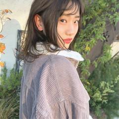 アッシュベージュ ミルクティーアッシュ ミディアム ミルクティー ヘアスタイルや髪型の写真・画像