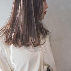 グレージュ アッシュ ミルクティー セミロング ヘアスタイルや髪型の写真・画像