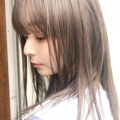 ミディアム アンニュイほつれヘア ミルクティーベージュ ヌーディベージュ ヘアスタイルや髪型の写真・画像