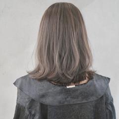 ナチュラル インナーカラー ミルクティーグレー 切りっぱなしボブ ヘアスタイルや髪型の写真・画像
