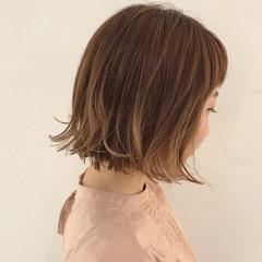 ウェーブ 外ハネ 雨の日 ガーリー ヘアスタイルや髪型の写真・画像
