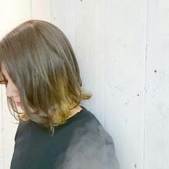 グレージュ アッシュ ストリート 外ハネ ヘアスタイルや髪型の写真・画像
