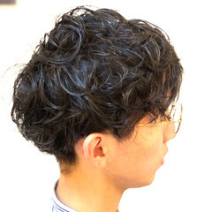 ナチュラル メンズパーマ ショート 無造作パーマ ヘアスタイルや髪型の写真・画像