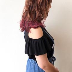 ロング 裾カラー ピンク 派手髪 ヘアスタイルや髪型の写真・画像