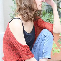 ウェーブ アンニュイ アッシュ ミディアム ヘアスタイルや髪型の写真・画像