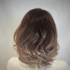 ゆるふわ グラデーションカラー ボブ くせ毛風 ヘアスタイルや髪型の写真・画像