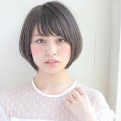 小顔 大人女子 リラックス オフィス ヘアスタイルや髪型の写真・画像