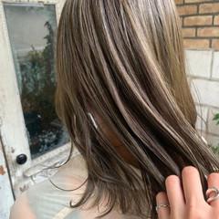 ベージュ ロング 透明感カラー ナチュラル ヘアスタイルや髪型の写真・画像