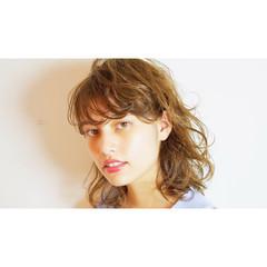ミディアム ナチュラル カール 透明感 ヘアスタイルや髪型の写真・画像