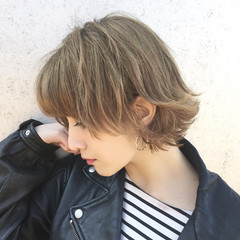 ストリート くせ毛風 ハイライト ショート ヘアスタイルや髪型の写真・画像