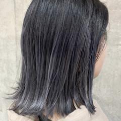 ナチュラル グレーアッシュ グラデーションカラー ダークグレー ヘアスタイルや髪型の写真・画像