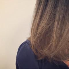 外国人風 グラデーションカラー アッシュ グレージュ ヘアスタイルや髪型の写真・画像