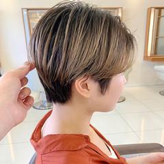 ハンサムショート ふんわりショート ハイトーン ショートヘア ヘアスタイルや髪型の写真・画像