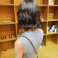 シアーベージュ ミニボブ デート 切りっぱなしボブ ヘアスタイルや髪型の写真・画像