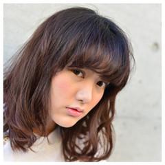 パーマ ミディアム 外ハネ アッシュ ヘアスタイルや髪型の写真・画像