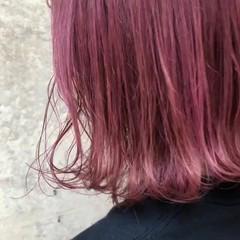 ベージュ ミディアム ラベンダーピンク ピンク ヘアスタイルや髪型の写真・画像