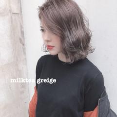 ミルクティーベージュ オリーブベージュ ミディアム ナチュラル ヘアスタイルや髪型の写真・画像