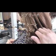ロング ミルクグレージュ アッシュグレージュ ナチュラル ヘアスタイルや髪型の写真・画像