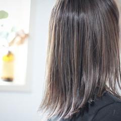 アッシュグレージュ ハイライト セミロング グレージュ ヘアスタイルや髪型の写真・画像