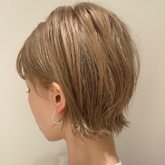 切りっぱなしボブ ナチュラル ミルクティーベージュ ミニボブ ヘアスタイルや髪型の写真・画像