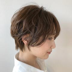インナーカラー ショート 切りっぱなしボブ ショートボブ ヘアスタイルや髪型の写真・画像