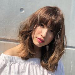 セミロング フェミニン 波ウェーブ レイヤーカット ヘアスタイルや髪型の写真・画像