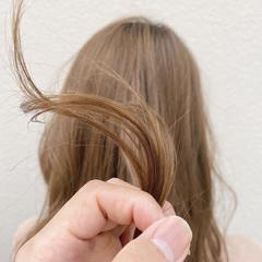 イルミナカラー ブリーチカラー ミルクティーベージュ ナチュラル ヘアスタイルや髪型の写真・画像