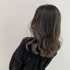 グレージュ ブリーチ ストリート コントラストハイライト ヘアスタイルや髪型の写真・画像