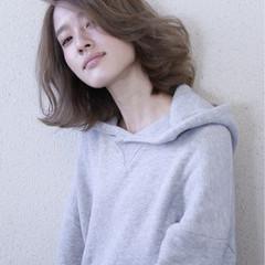 ナチュラル 透明感 外ハネ ミディアム ヘアスタイルや髪型の写真・画像