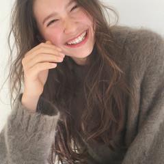 透明感 ロング パーマ アンニュイ ヘアスタイルや髪型の写真・画像