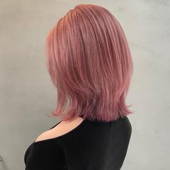 ピンクベージュ ハイトーン ダブルカラー ミディアム ヘアスタイルや髪型の写真・画像
