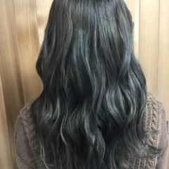 ロング アッシュグレー ガーリー 波ウェーブ ヘアスタイルや髪型の写真・画像