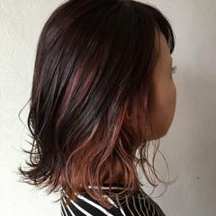 ピンクアッシュ ピンク インナーカラー ミディアム ヘアスタイルや髪型の写真・画像