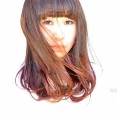 ナチュラル ゆるふわ グラデーションカラー レッド ヘアスタイルや髪型の写真・画像
