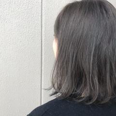 ナチュラル グレージュ オフィス アッシュグレージュ ヘアスタイルや髪型の写真・画像