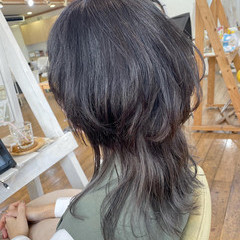 レイヤーカット ウルフカット セミロング グレージュ ヘアスタイルや髪型の写真・画像