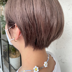 ナチュラル ショート ショートヘア ミルクティーベージュ ヘアスタイルや髪型の写真・画像