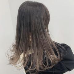 アッシュグレージュ ナチュラル ロング モテ髪 ヘアスタイルや髪型の写真・画像