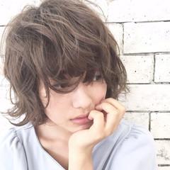 アンニュイ ショート 外ハネ アッシュ ヘアスタイルや髪型の写真・画像