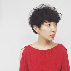 暗髪 パーマ 大人かわいい 黒髪 ヘアスタイルや髪型の写真・画像
