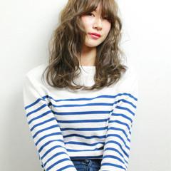 外国人風 ハイライト 前髪あり レイヤーカット ヘアスタイルや髪型の写真・画像