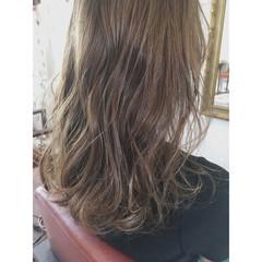 グレージュ 透明感 リラックス アッシュ ヘアスタイルや髪型の写真・画像