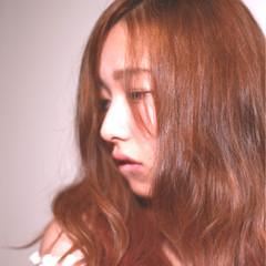 インナーカラー ピンク デジタルパーマ セミロング ヘアスタイルや髪型の写真・画像