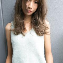 センターパート 大人かわいい 外国人風 ハイライト ヘアスタイルや髪型の写真・画像