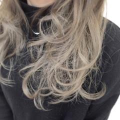 ゆるふわ セミロング グレージュ 外国人風カラー ヘアスタイルや髪型の写真・画像