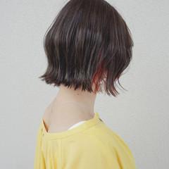くすみカラー インナーカラー 外ハネボブ ナチュラル ヘアスタイルや髪型の写真・画像